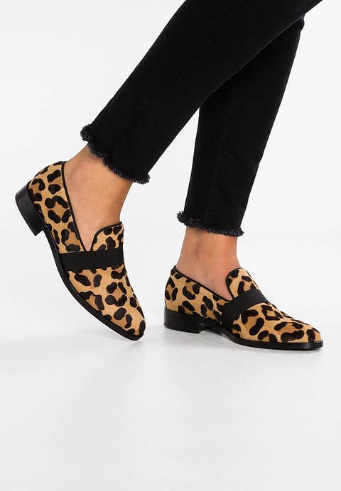 91812fd7e65 Animal print loafers – My Monochrome Life